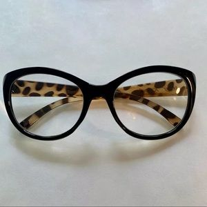 2.00 Betsey Johnson Reading Glasses Round Readers